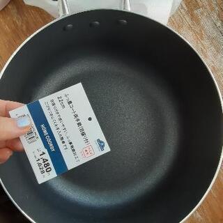 フッ素コート両手鍋、元値1600円のお品もの。
