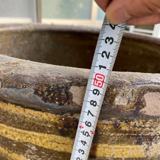 大きな陶器の水瓶