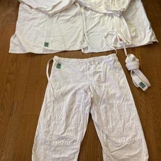 柔道 空手 道着と白帯