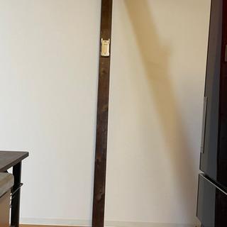 2×4の木材ロングブラウン つっぱり付きインテリア - 羽島郡
