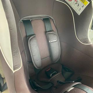 combiチャイルドシート 回転式 シートベルト固定タイプ
