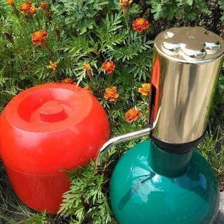 水割り用ピッチャーポンプ(エメラルド色) & 温泉玉子器(ルビー色)