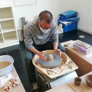 涼しいアトリエで、陶芸しましょう。