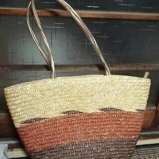 藤製品のバッグです。