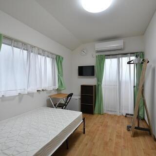 家賃33000円(別途共益費1万円)保証人、保証金、仲介料、更新...