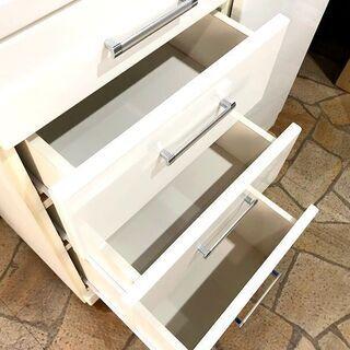札幌近郊 送料無料 ニトリ 食器棚 ホワイト 大量収納 幅88㎝×奥行42㎝×高さ210㎝ − 北海道