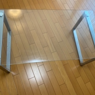 ガラステーブル 無料で差し上げます。
