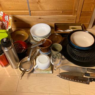 【無料】食器,水筒,タンブラー,湯のみ等,なべの蓋,タッパーセッ...