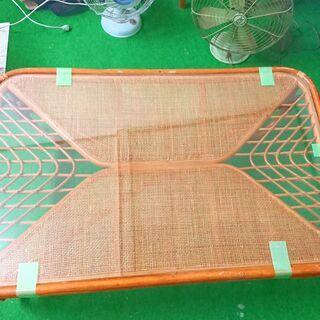 和室にも洋室にも  籐ガラステーブル アジアン 昭和 レトロ