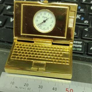 金色に輝くミニ時計