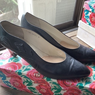 Ungaroの靴です。冠婚葬祭にいかがですか?