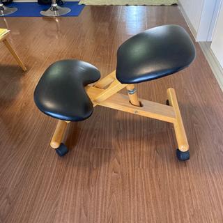 人間工学に基づいた椅子 ¥2,000 ==> ¥500