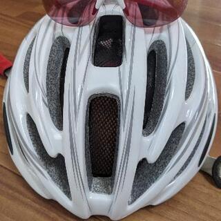 ヘルメット、サングラス、手袋の3点セット