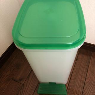 ゴミ箱ペダル式の画像