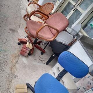 椅子一個500円大量入荷別館倉庫浦添市安波茶2-8-6においてます