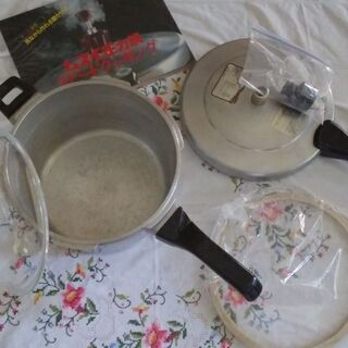 【売ります】 圧力鍋 * 5,5L  ※ 大きめですので、…