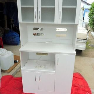 9/5成約済みとなりました。白いオシャレな食器棚 中古の画像