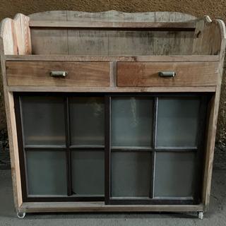 昔の大工さんの手作り棚 キャビネットコロ付き ガラス棚 サイドボ...
