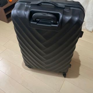 値下げしました。スーツケース。一回使用。傷少ない。大容量。