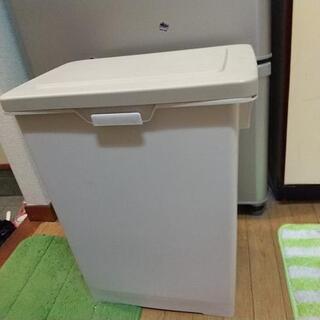 【美品】45リットル ペダル式 ゴミ箱