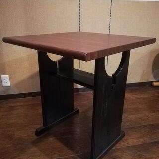 机(木製・中古品・状態は比較的良い・脚に多少キズあり)