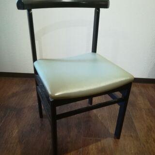 椅子(中古品・座面柔らかい・軽い)