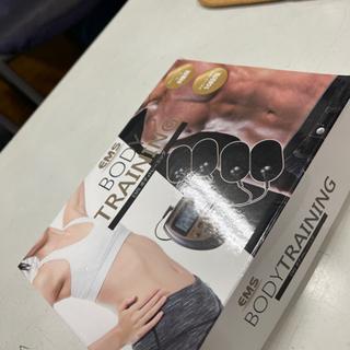 【新品】EMS ボディトレーニング 貼るだけ!
