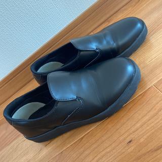滑りにくい靴
