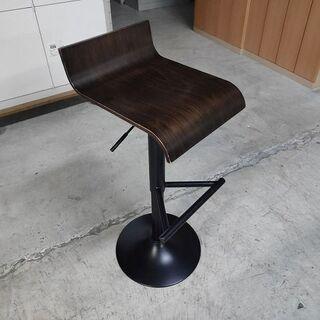 昇降可能 木製カウンター椅子『良品中古、小傷あり』複数入荷…