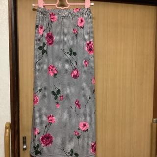 総ゴムのスカート、華やかな薔薇模様です。
