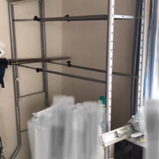 突っ張り収納棚・3段・ロールスクリーン付・幅は調整可能です・組み立て式