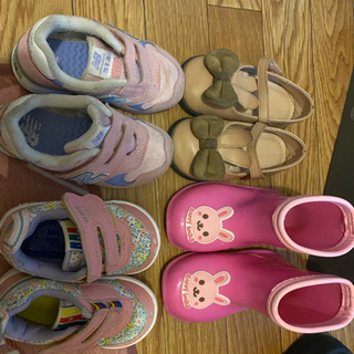 女の子の靴,全部で1000円