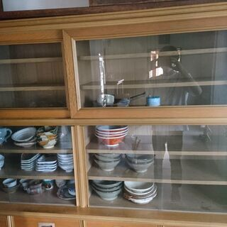 食器棚(幅179.5cm、高さ105cm、奥行き42.5cm)