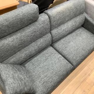 ヘッドレスト付きの2人掛けソファーです!