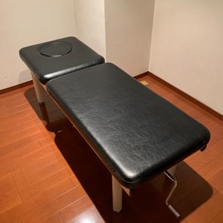 エステ用の施術ベッド