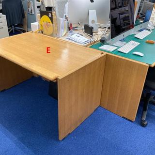 受け渡し終了しました。【無料】落ち着いた木製事務所机0円 引き取り希望の画像