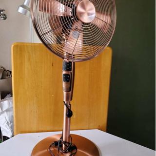 ブロンズカラーのレトロな扇風機✧︎*。