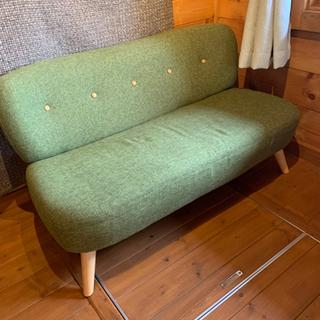 綺麗な色のソファです