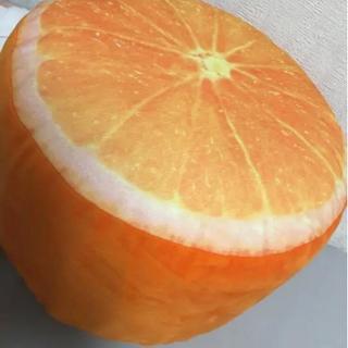 オレンジ椅子