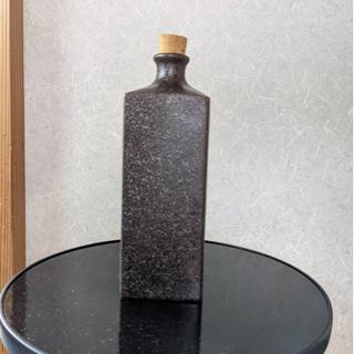 陶器のボトル