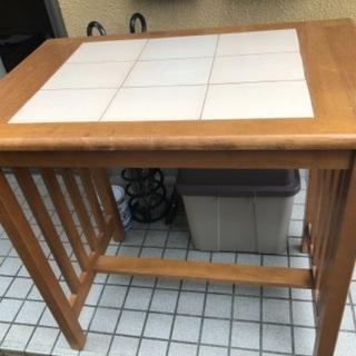 タイル貼りダイニングテーブル - 家具