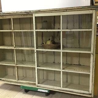 値下げしました!アンティーク、シャビーです、大きな古いガラス戸棚