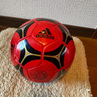 adidasサッカーボール