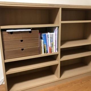 本棚。棚の高さ移動できます。23まで。