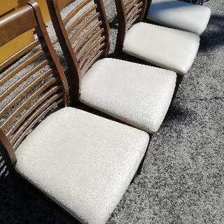 あげます。中古イス 合皮座席部分カビ、汚れあり、座席後方シール貼りあり