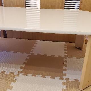 白い折りたたみ可能テーブル - 家具