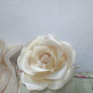 可愛いバラのコサージュ