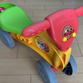1〜3歳用アンパンマンの乗り物