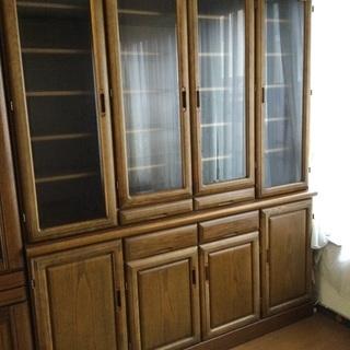 大容量165cm幅の食器棚