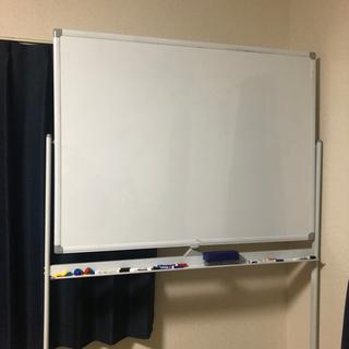 ホワイトボード 両面 一台両役 無地 ペントレー 脚付き 磁石 マグネット対応 白板 掲示板 板面 900×1200mmマーカーセット付き 掲示用品 事務用品 オフィス用品 (900×1200mm) - 家具